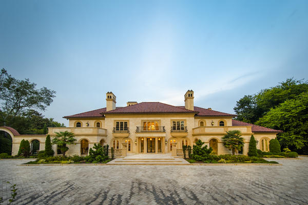 REAL ESTATE…with a difference: Atlanta's Movie Mansion!