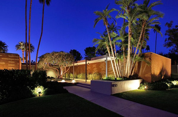 REAL ESTATE…with a difference: DiCaprio Buys Dinah's Palm Springs Contemporary!