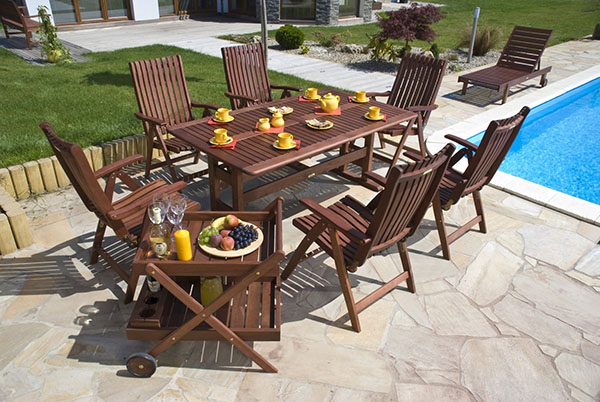 Bring Glamour To Your Outdoor Space