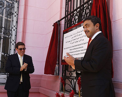 The United Arab Emirates foreign minister, Abdullah bin Zayed al Nayhan, right, unveils a plaque commemorating the official opening, in Havana, of the new UAE embassy, together with his opposite number in Cuba, Bruno Rodríguez. Photo credit: Jorge Luis Baños/IPS.