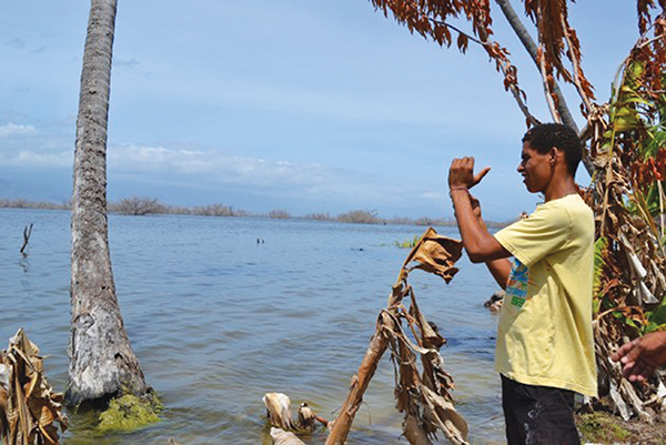 A young man on the banks of lake Enriquillo on the border between the Dominican Republic and Haiti, which forms part of the Caribbean Biological Corridor created in 2007 by these two countries and Cuba with the support of the United Nations Environment Programme (UNEP) and the European Union. Photo credit: Dionny Matos/IPS.