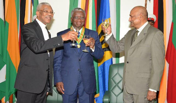 Left to right: President David Granger, Prime Minister of Barbados, Freundel Stuart and Chancellor of the Judiciary, Justice, Carl Singh, toasting to the friendly relations between Guyana and Barbados. Photo credit: GINA.