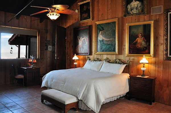 sinatra-bedroom