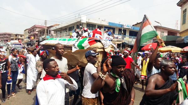 Residents in Kumasi, the capital of Ghana's Ashanti region and stronghold of the opposition NPP, carry a casket, ready to bury John Mahama and his NDC whom they say is politically dead. Photo credit: Kwaku Botwe/IPS.