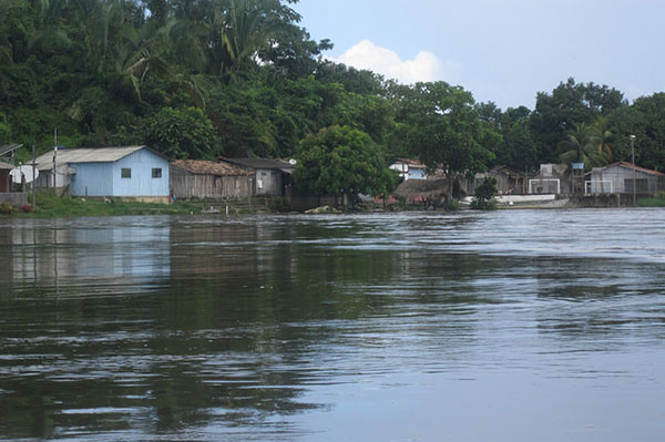 The village of Ilha da Fazenda depends economically on the town of Ressaca, where many families have left due to the decline of small-scale gold mining, added to the impact of the nearby Belo Monte hydroelectric plant. Photo credit: Mario Osava/IPS.
