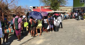 Hundreds Of Dominicans Queue To Buy Food; Leave The Island
