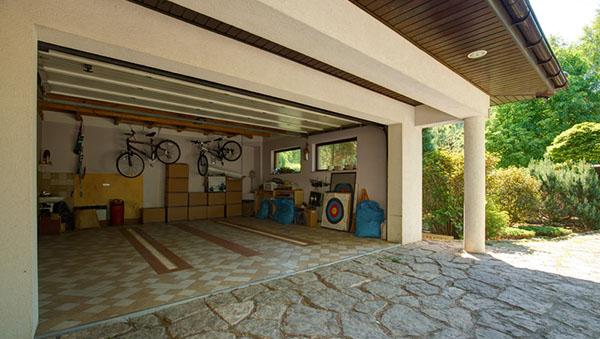 Garage -- clean