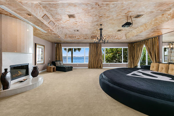 Shaq Mansion -- bedroom
