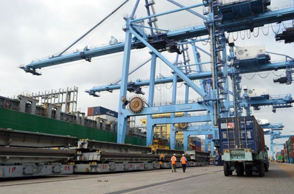 Cranes used to offload containers from cargo ships at the Port of Mombasa in Kenya. The African country signed an agreement with the government of Japan for the construction of extra berths at the port. Photo credit: Kevin Odit/Nation Media Group.