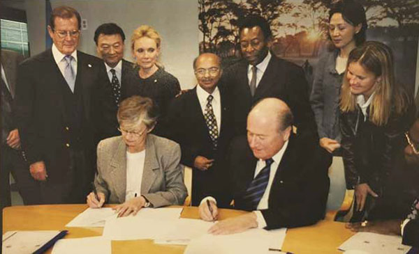 Pele (standing, back row, second from right right) at the UNICEF signing ceremony. Photo credit: UNICEF.