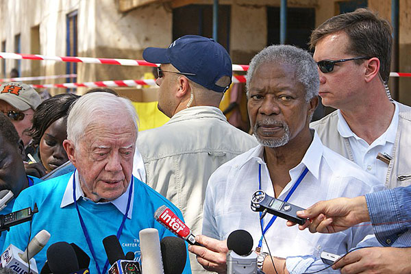 Ranjit Bhaskar, of Al Jazeera English, interviewing Kofi Annan and former US president, Jimmy Carter at the South Sudanese independence referendum, in 2011. CC BY-SA 2.0.