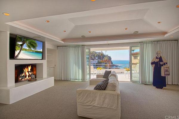 Warren Buffet Beach Deal -- sitting room
