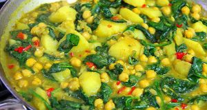 Vegan Recipe: Classic Curry Chickpeas With Potato And Spinach