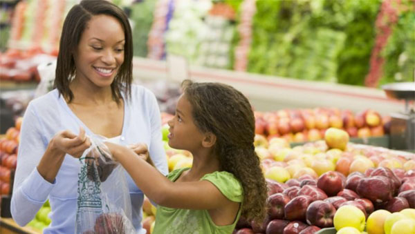 Chef Selwyn -- Mother and daughter in grocery store