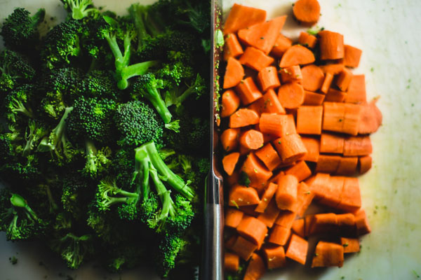 The new 2019 guide could have presented dominant visuals of affordable foods like frozen vegetables — to connect to more Canadians and tackle food insecurity. Photo credit: Tookapic/Pexels.