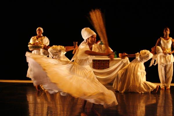 A dance performance of 'Saraca' by COBA. Photo credit: David Hou.