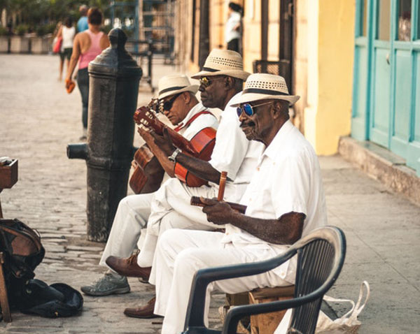 In the radiant city of the Havana, Cuba, three musicians perfumed the air with what made everyone enjoy their day a tiny bit more. Havana, the city where music never ends. Photo credit: Ban Yido/Unsplash.