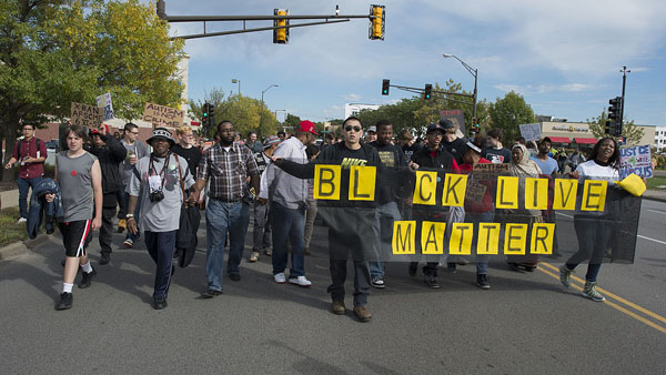 A Black Lives Matter protest against St. Paul police brutality at Metro Green Line. Photo by Fibonacci Blue from Minnesota, USA - Black Lives Matter protest against St. Paul police brutality, CC BY 2.0, https://commons.wikimedia.org/w/index.php?curid=44807608.