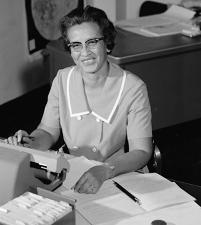 Katherine Johnson, NASA employée, mathematician and physicist, at work in 1966. Photo credit: Public Domain.