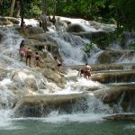 The renowned and popular Dunn's River Falls and Park in Ocho Rios, Jamaica. Photo credit: Xlonv00 – Vlastní dílo, CC BY-SA 3.0, https://commons.wikimedia.org/w/index.php?curid=25666734.