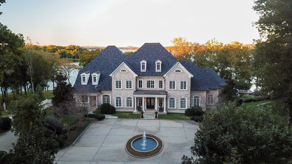 Kelly Clarkson's mansion -- feature image