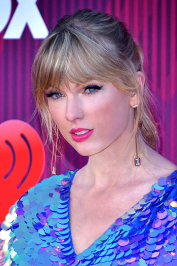 Taylor Swift -- pictured arriving at the 2019 iHeartRadio Music Awards on March 14, 2019 in Los Angeles, California -- delayed the release of 'Reputation' on streaming services. Photo credit: Toglenn (Glenn Francis/ Pacific Pro Digital Photography) - This file has been extracted from another file: Taylor Swift 2 - 2019 by Glenn Francis.jpg, CC BY-SA 4.0, https://commons.wikimedia.org/w/index.php?curid=81523364.