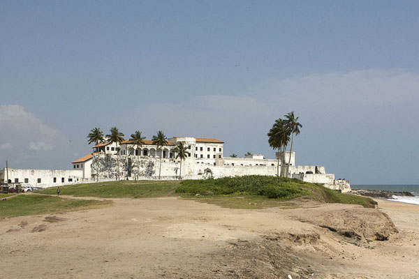 Elmina Castle also known as St. George of the Mine Castle in Ghana. Photo credit: Damien Halleux Radermecker - https://www.flickr.com/photos/dayapragm/5258444507/in/photostream/uploaded by MrPanyGoff, CC BY-SA 2.0.