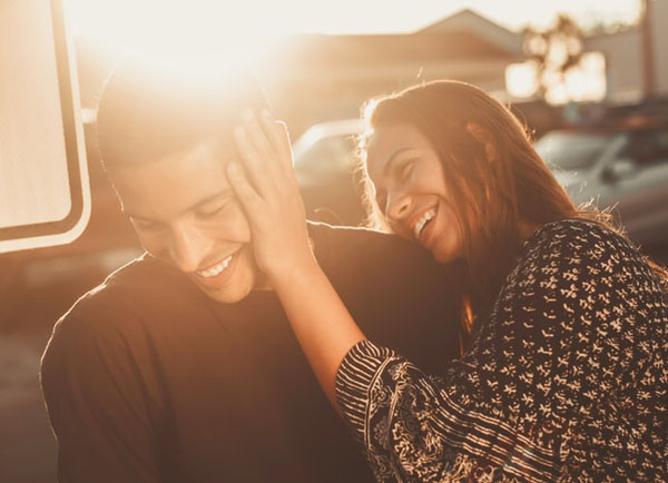 Our brain behaves differently when we're in love with someone, compared to when we like someone. Photo credit: Pablo Merchán Montes/Unsplash.