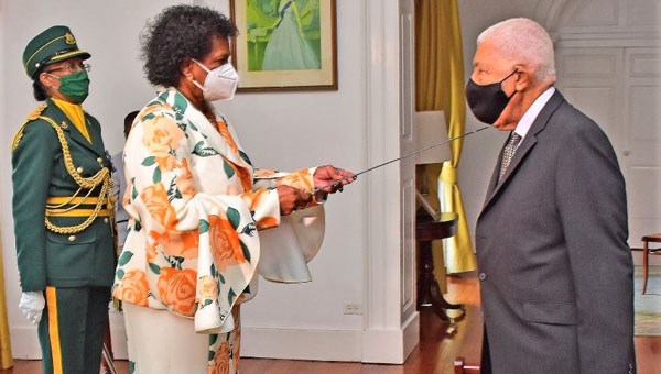 Governor General Presents Barbados Independence Honours