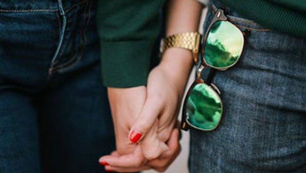 'Relationship Glasses' Shape How We See The Good, The Bad And The Ugly In Romantic Partners