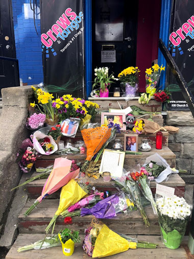 A memorial to Michelle Ross on the steps of Crews & Tangos. Photo credit: Ricardo Goldson.