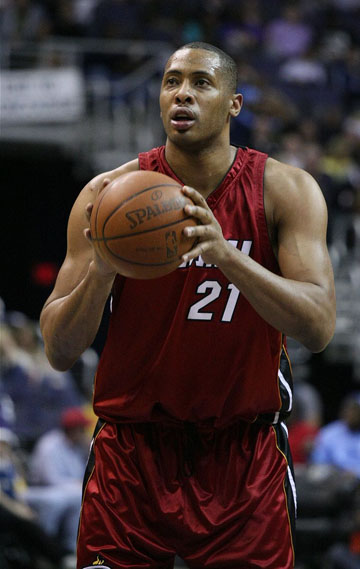 Jamaal Magloire seen playing with the Miami Heat in 2009. The 6-ft, 11-in; 265lb center was voted into the NBA All-Star Game in 2004, becoming only the second Canadian All-Star in NBA history to do so. Photo credit: Keith Allison, CC BY-SA 2.0.
